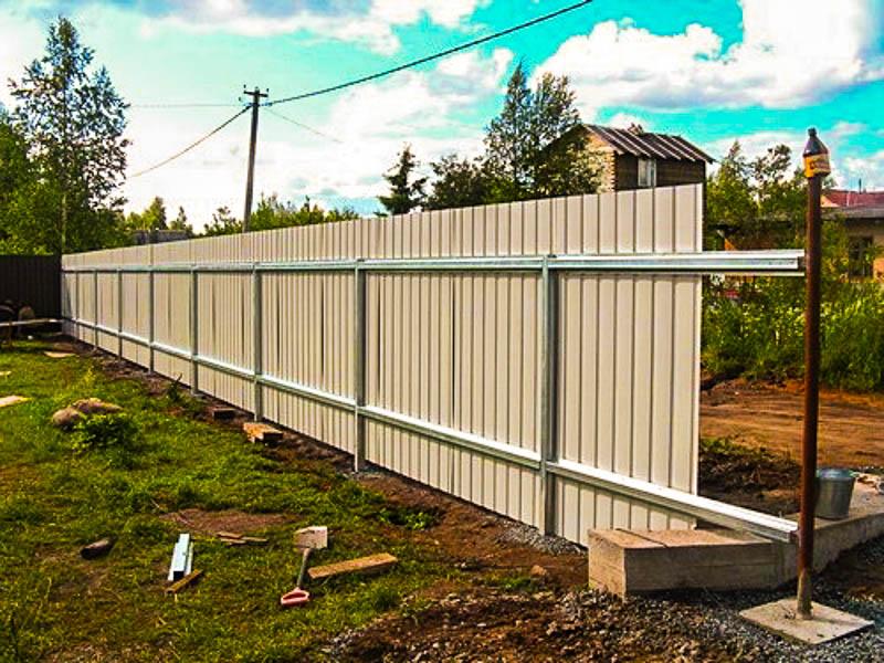 Какой забор построить